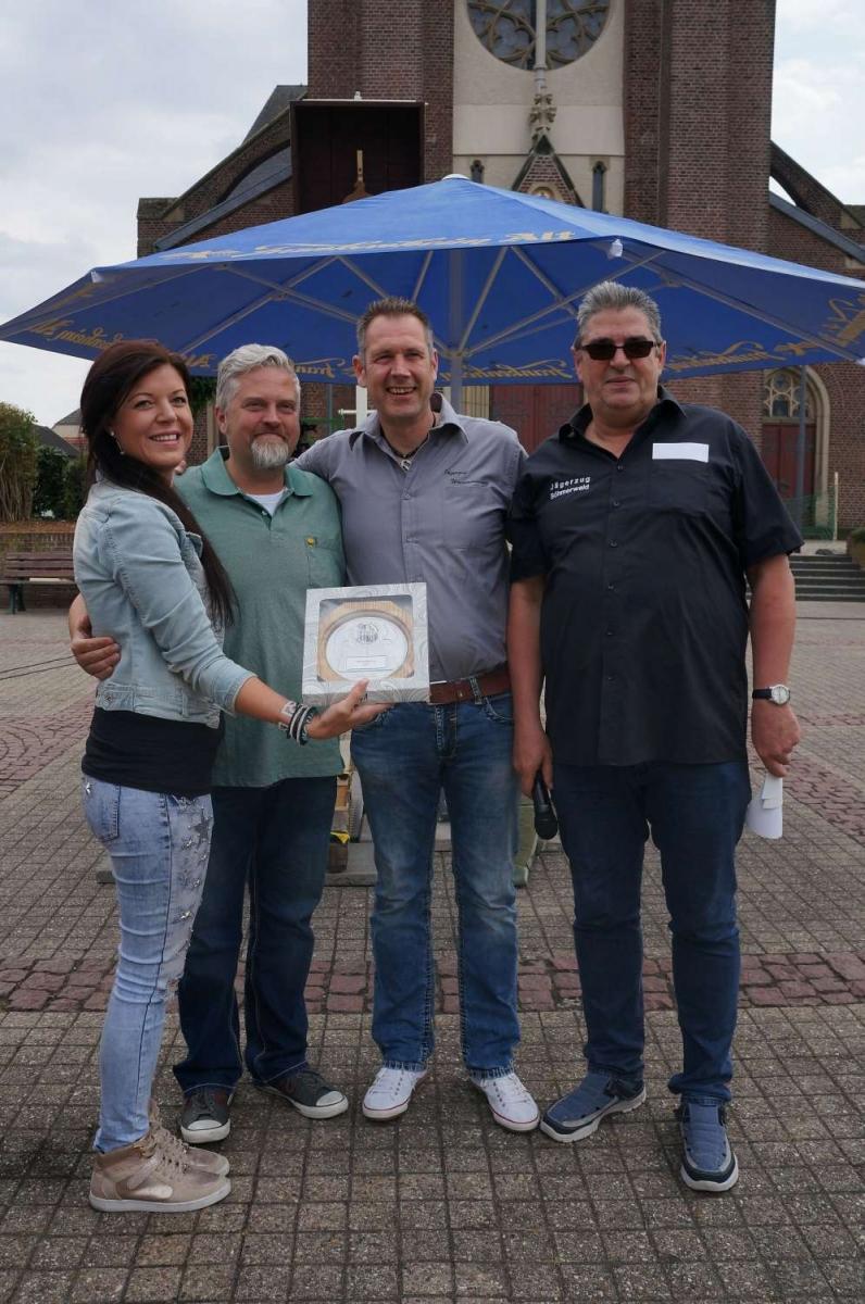 Siegerehrung Vereinskönig KG Botterblom (vl. Simone Hinzen, Stefan Neus, Rainer Hermes, Ralf Kremer) 996x1500